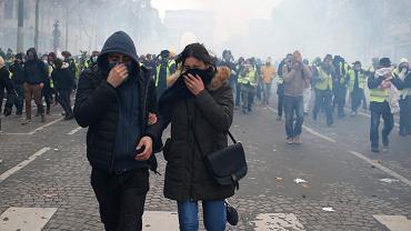 Starcia podczas protestu 'żółtych kamizelek' w Paryżu, 8 grudnia 2018.