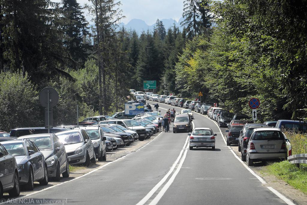 Miejsca parkingowe w Tatrach szybko zostają zapełnione