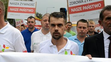 Przewodniczący zgromadzenia Michał Kołodziejczak podczas demonstracji - protestu rolnikow zorganizowanego przez Unię Warzywno - Ziemniaczaną. Warszawa, 13 lipca 2018