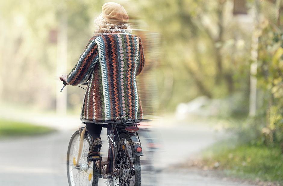 Kobieta na rowerze [zdjęcie ilustracyjne]