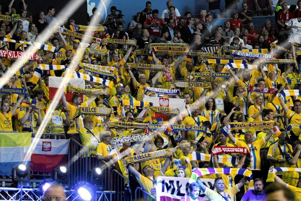 Lanxess Area, Kolonia, Niemcy. Kibice Vive Tauron Kielce podczas Final Four Velux EHF Ligi Mistrzów 2015