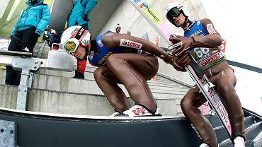 Kamil Stoch (l) i Piotr Żyła na skoczni na skoczni. Innsbruck, Austria, 3 stycznia 2019