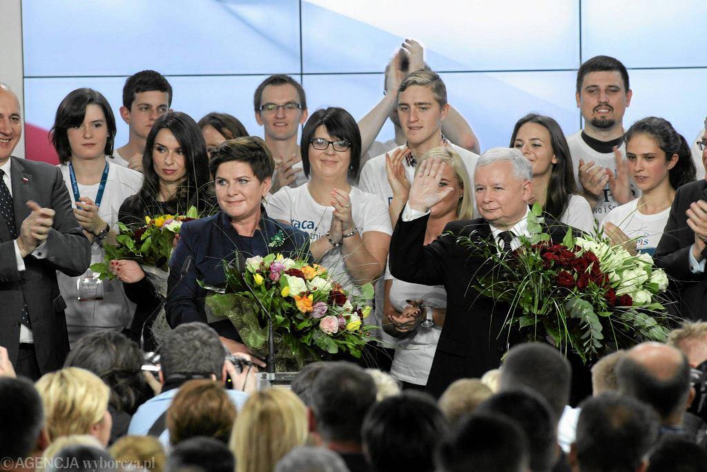 PiS jest silniejszy, niż kiedykolwiek był. W wyborach parlamentarnych dostał tyle, ile Kaczyński w wyborach prezydenckich w 2010 r. Na zdjęciu: wieczór wyborczy Prawa i Sprawiedliwości w Warszawie, 25 października 2015 r.
