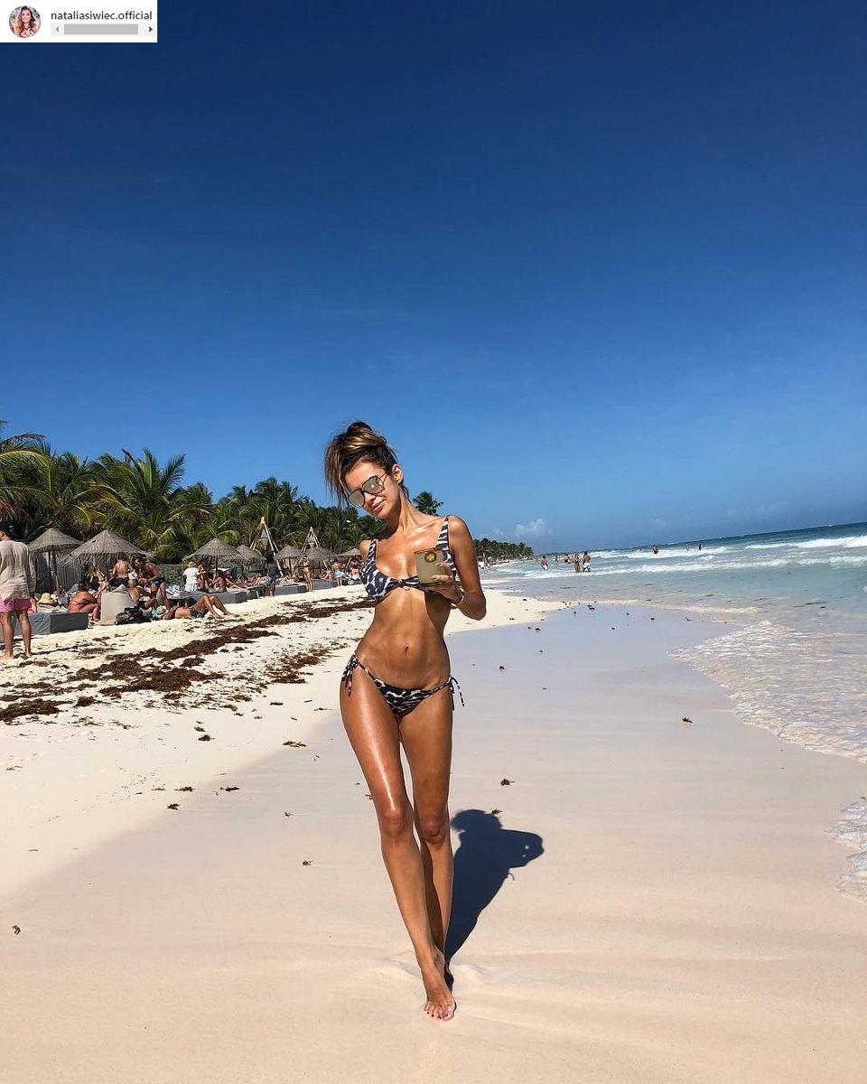 68fa227d88cfbd Córeczka Natalii Siwiec bawi się jej stringami na Instagramie.