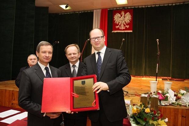 """Paweł Adamowicz jak żaden inny prezydent pomógł powodzianom z Gorzyc. Ludzie o tym pamiętają i mówią: """"Okazał nam serce"""""""