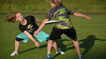 Juniorki, reprezentantki Polski podczas gry w Ultimate Frisbee