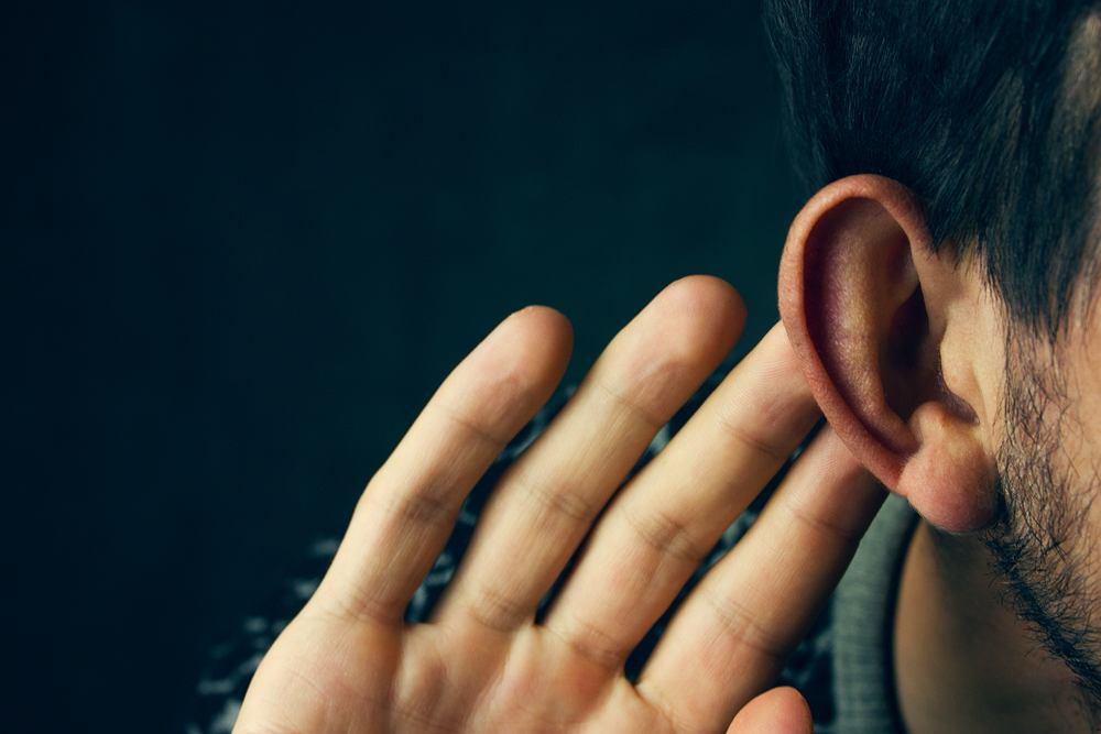 Słuch to bardzo delikatny zmysł, który łatwo uszkodzić. Co gorsza, bardzo często psujemy go na własne życzenie
