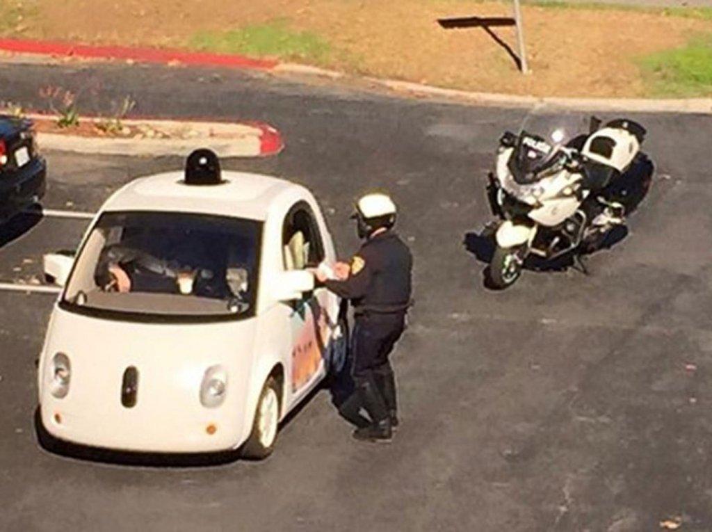 Samochód Google zatrzymany - ponoć za zbyt wolną jazdę