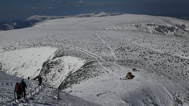 Turyści z Czech spadli ze Śnieżki. Wołanie mężczyzny na szczęście usłyszał policjant z Wałbrzycha