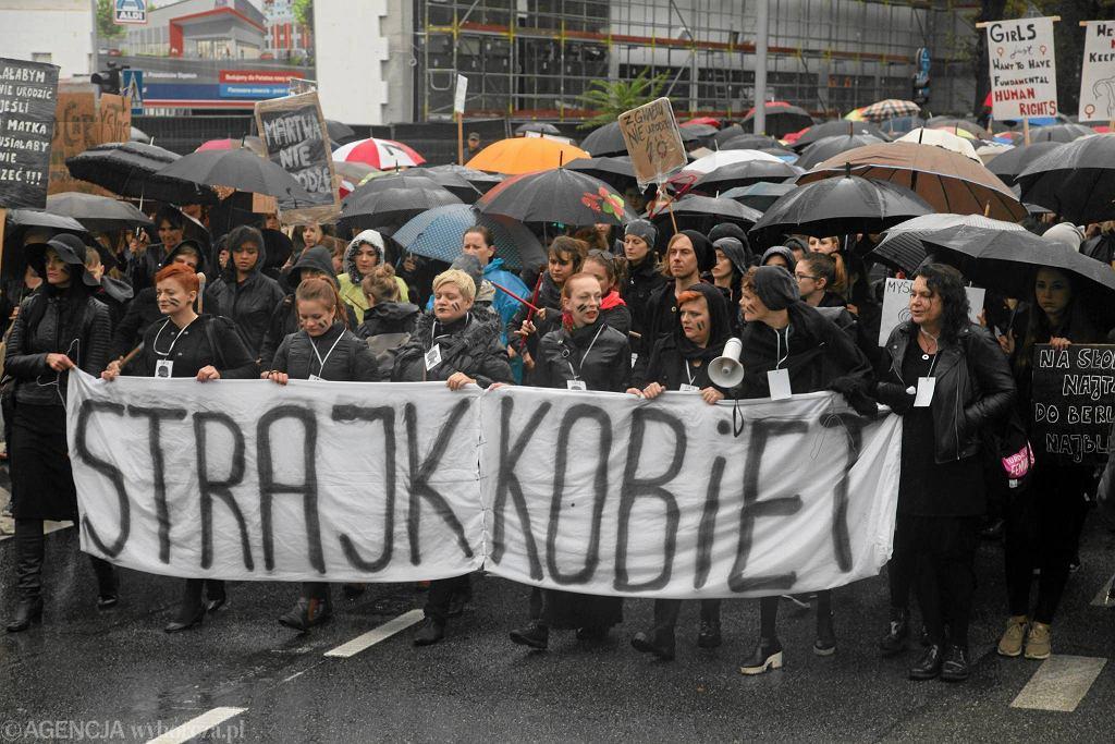 Wybory parlamentarne 2019. Ogólnopolski Strajk Kobiet prowadzi akcję 'Kandydatki Kobietom'