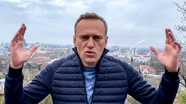 Aleksiej Nawalny w niedzielę wraca do Rosji.- 'Nigdy nie stałem przed dylematem - 'wracać czy nie'. Po prostu dlatego, że nie wyjeżdżałem. Znalazłem się w Niemczech przyjechawszy tam w pudle reanimacyjnym. I tylko z jednego powodu - próbowali mnie zabić'