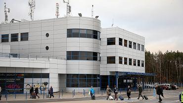 Na lotnisku w Goleniowie zasłabł 30-latek, który studiuje w Chinach (zdjęcie ilustracyjne)