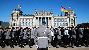 Ktoś niszczy wojskowy sprzęt Bundeswehry. Straty idą w miliony euro. Minister obrony Thomas de Maiziere oskarża 'lewackich anarchistów'