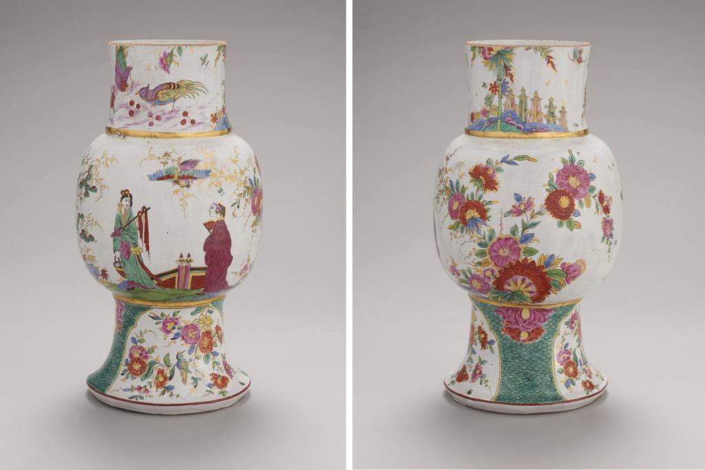 Wazon z XVIII wieku, który powstał w pierwszej manufakturze fajansu w Polsce, którą stworzył Stanisław August Poniatowski. Dziś znajduje się w zbiorach Muzeum Warszawy.
