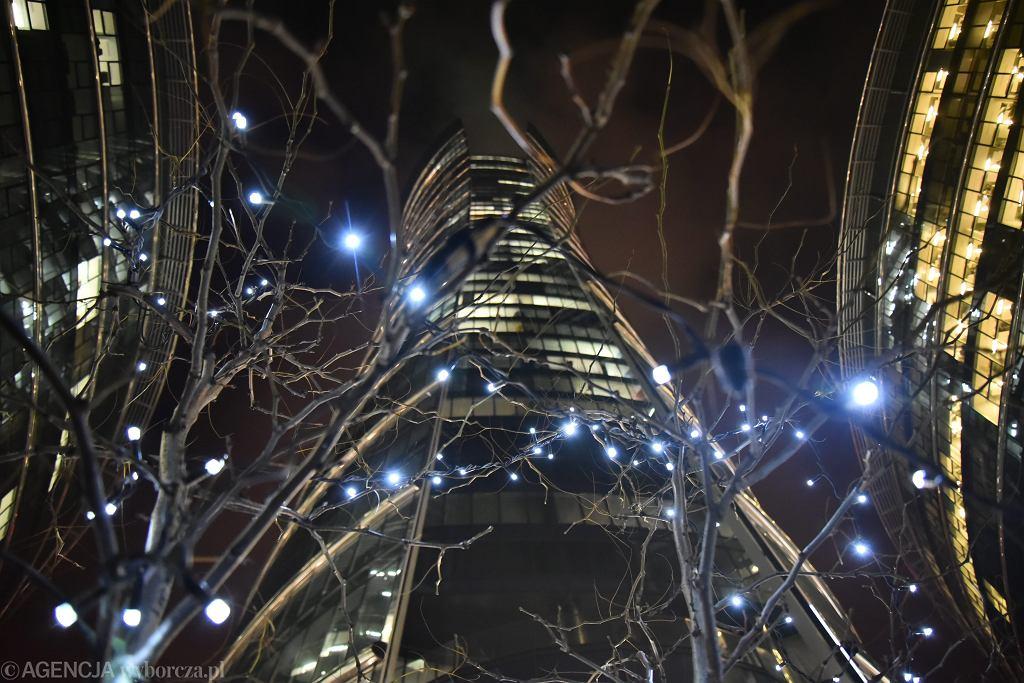 Pl. Europejski i wieżowiec Warsaw Spire, biuro Goldman Sachs znajduje się na ostatnim piętrze