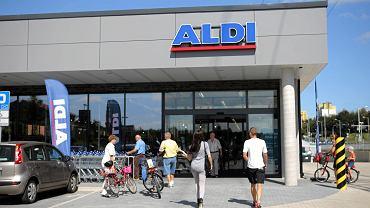 Niedziele handlowe. Jak są czynne sklepy w sierpniu?