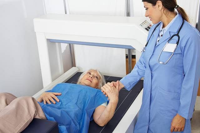 Badanie densynometryczne pozwala ocenic gęstość kości