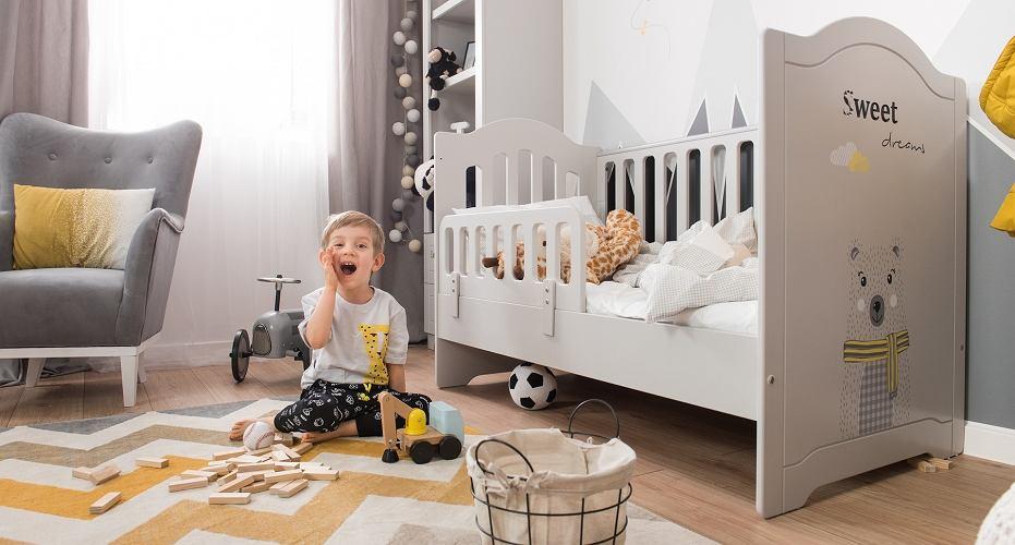Pokój dla chłopca - szarość, biel i żółte akcenty