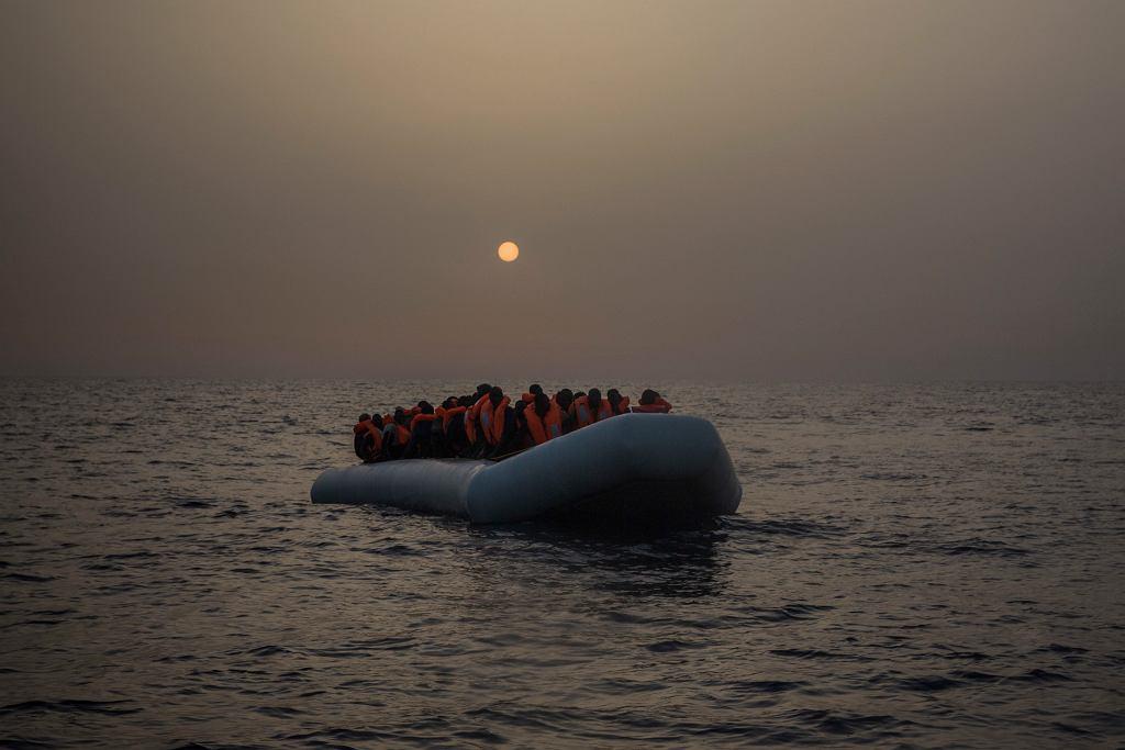 Libijscy migranci na morzu Śródziemnym