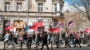 Pochód pierwszomajowy w Poznaniu zorganizowany przez Razem