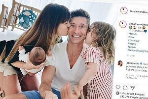 Anna Lewandowska pokazała pierwsze rodzinne zdjęcie. 'My trzy i On'. W komentarzach: 'Szczęśliwy Rodzynek'
