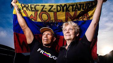 Luis i Beata Freitasowie wygrali w sądzie sprawę o mobbing, którego doświadczyli, pracując w ambasadzie Wenezueli w Warszawie. Wciąż czekają na odszkodowanie
