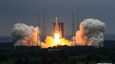Start rakiety Długi Marsz 5B, która wyniosła pierwszy moduł chińskiej stacji orbitalnej
