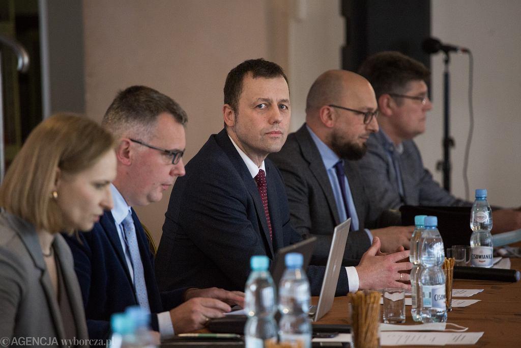 18.06.2020, Baranów, spotkanie rady społecznej z zarządem spółki CPK i prezesem Mikołajem Wildem (w środku)