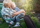 """Czy babcia musi zajmować się wnukami? """"Jaki to obowiązek? Żaden. Tylko dobra wola"""""""