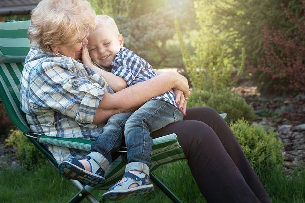 Babcie chętnie opiekują się dziećmi, ale nie lubią być do tego przymuszane.