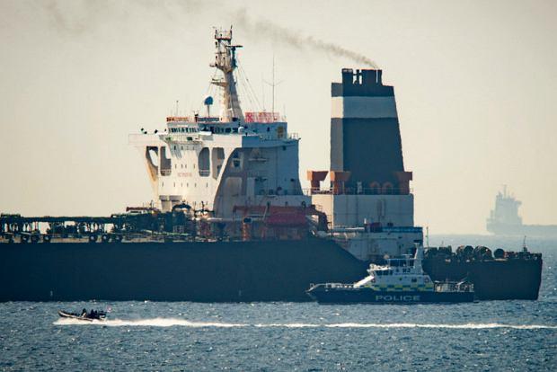 Brytyjski okręt wojskowy