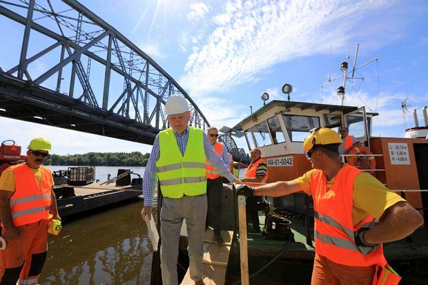 Zdjęcie numer 20 w galerii - Dziennikarze sprawdzali, jak przebiega rozbudowa starego mostu za 123 mln zł [GALERIA]