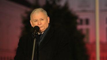 Prezes PiS Jarosław Kaczyński przemawia do zwolenników podczas 94. miesięcznicy smoleńskiej. Warszawa, 10.lutego 2018