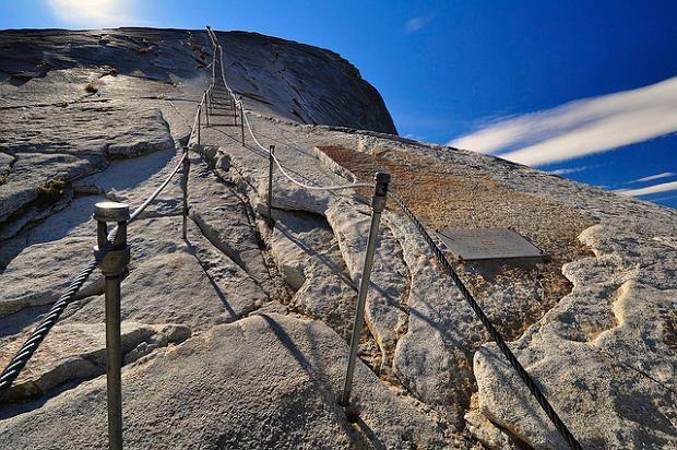 Droga na Half Dome w Parku Narodowym Yosemite / fot. CC BY 2.0 Steve Dunleavy /Flickr.com