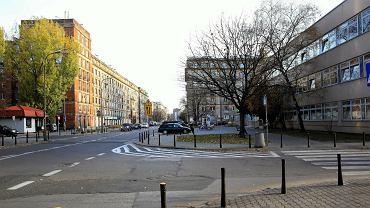 Plac Hallera, w tle ulica Dąbrowszczaków.