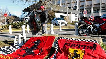 Flagi Ferrari pod szpitalem
