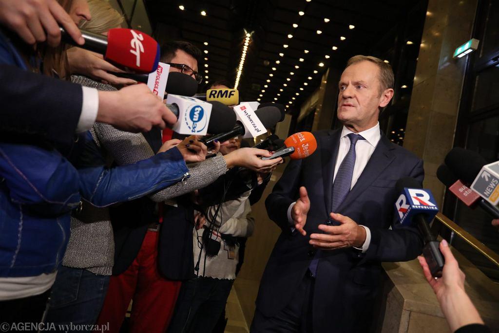 Donald Tusk po przesłuchaniu przed komisją ds. afery Amber Gold: 'Ta komisja jest potrzebna, by powtarzać insynuacje. To wasz rząd ma kłopot'. Warszawa, 5 listopada 2018