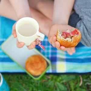 Przepisy na domowy chleb ziemniaczany i bułeczki z owocami