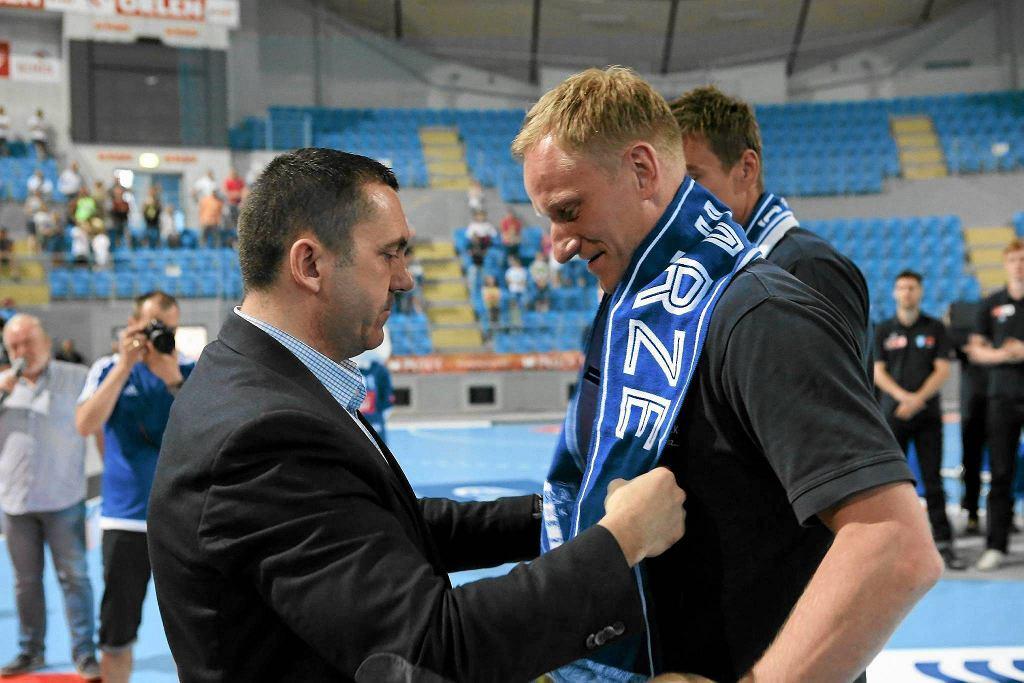 Adam Wiśniewski (z prawej) i były już prezes SPR Wisła Artur Zieliński