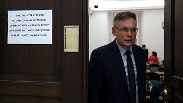 Arkadiusz Mularczyk podczas posiedzenie parlamentarnego zespołu do spraw oszacowania wysokości odszkodowań należnych Polsce od Niemiec za szkody wyrządzone w trakcie II Wojny Światowej.