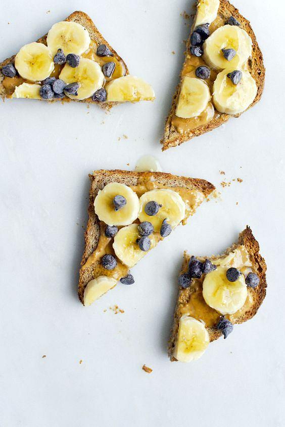 Chrupiący tost to pomysł na lekkie i proste w przygotowaniu śniadanie