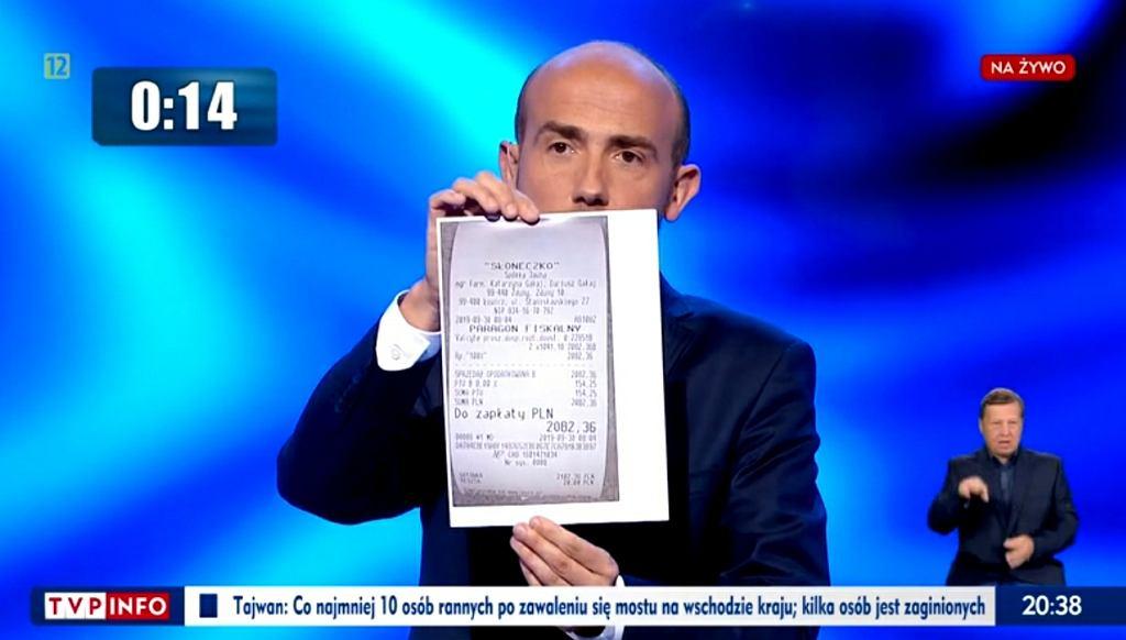 Borys Budka na debacie TVP z paragonem