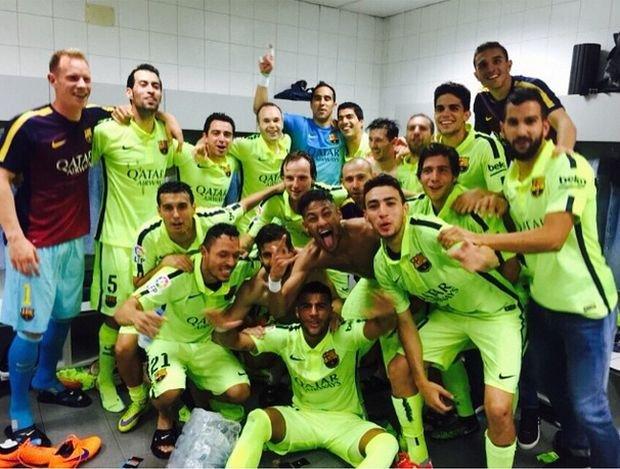 Mistrzowskie celebracje w szatni Barcelony po meczu z Atletico