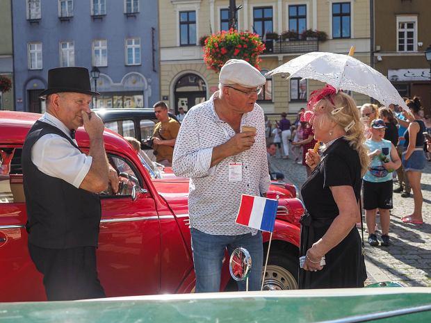 Zdjęcie numer 7 w galerii - Międzynarodowy rajd zabytkowych pojazdów na Rynku w Wałbrzychu. Było co podziwiać [ZDJĘCIA]