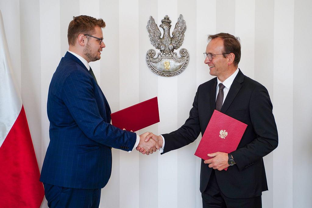 Powołanie Edwarda Siarki (z prawej) na urząd wiceministra środowiska i Pełnomocnika Rządu ds. Leśnictwa i Łowiectwa