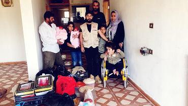 Maher i jego rodzina w nowym mieszkaniu