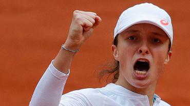 8.10.2020, Paryż, Iga Świątek podczas półfinałowego meczu turnieju Rolanda Garrosa.