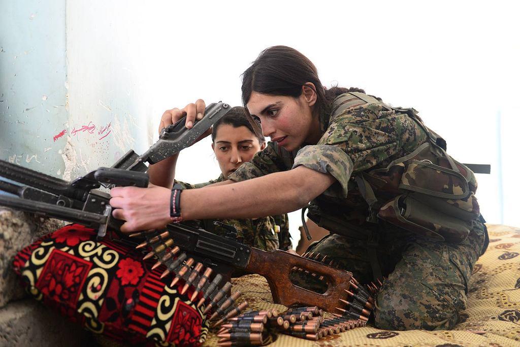 Jezydzkie bojowniczki Wojsk Oporu Sindżaru