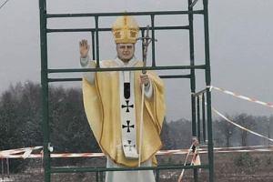 """Nadzór budowlany sprawdzi figurę Jana Pawła II. """"Będzie kontrola"""""""