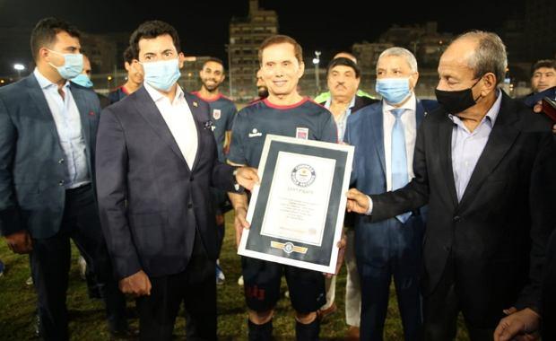 74-latek został najstarszym zawodowym piłkarzem świata. Pobił rekord Guinnessa